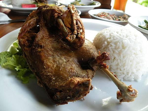 整隻鴨都很脆但沒有吃到很嫩的肉耶