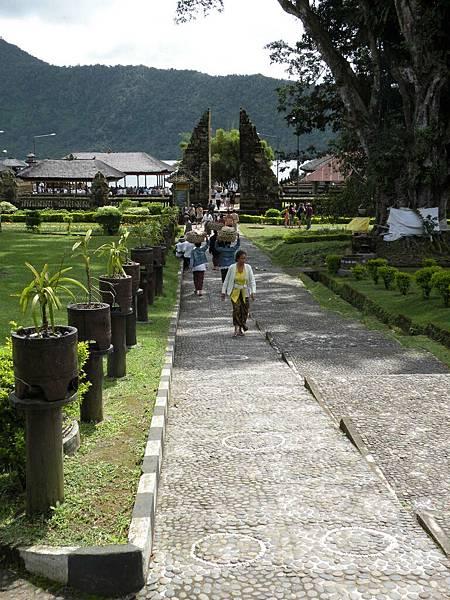 今天包車第一站來到Bedugul百度庫/布拉坦湖Danau Bratan/水神廟Pura Ulun Danu Bratan->