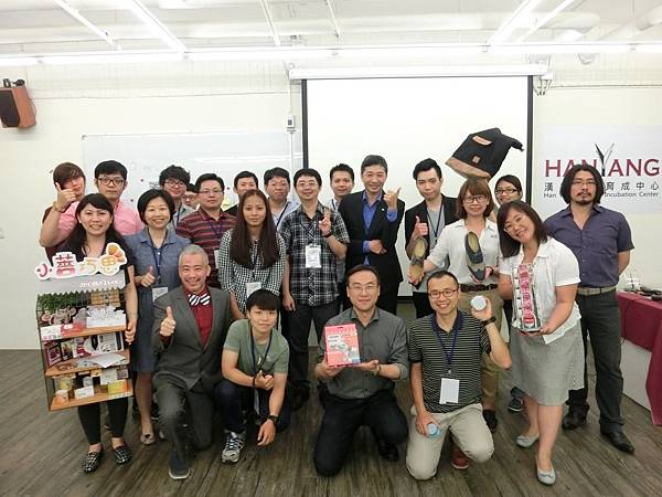 104-Nasme-Business  Startup Assistance Center-0602 so fun-圖1經濟部中小企業處黃秀玲科長(右1)與現場貴賓及企業共同合影