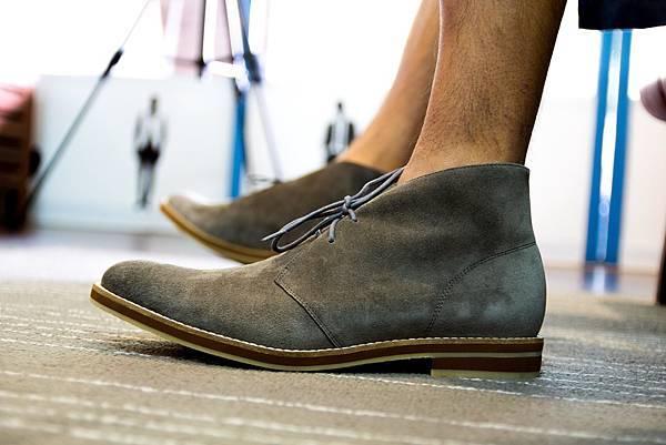 M's 反毛皮灰沙漠靴