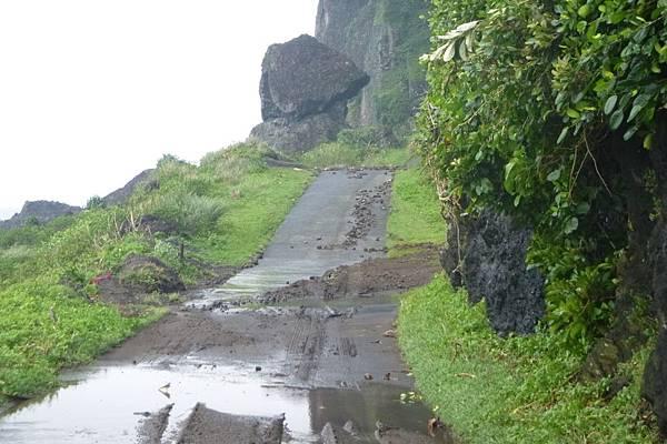 鋼盔岩環島公路.JPG