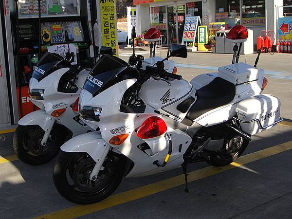 800px-Honda_VFR_800P_Police_Tx-re.jpg