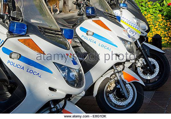 row-of-spanish-local-police-officer-scooters-andalusia-spain-e8g1dk.jpg