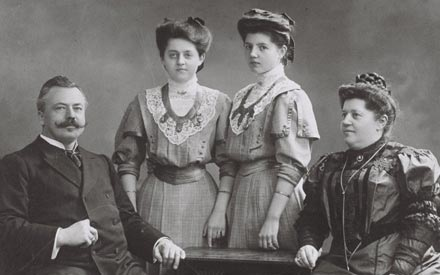 Peter Josef Früh與妻子及兩個女兒\