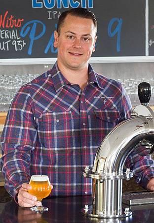 參與此次釀造工作的Maine Brewing Co. 共同創辦人: Dan Kleban