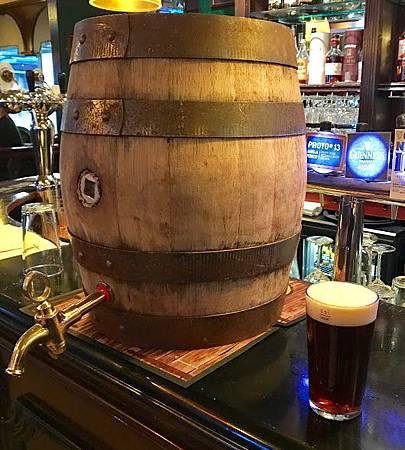 採直立木桶重力侍酒