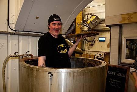 與倫敦Kernel Brewery一同釀酒的Glyn Roberts
