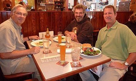 左起為Deschutes時任釀造總監Larry Sidor, Alan Sprints及Gary Fish