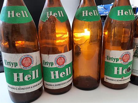 Schneider-Hell-old-bottle.png