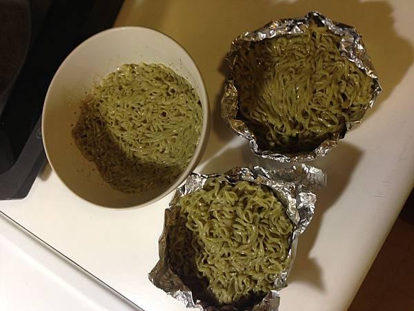 making ramen burger bun