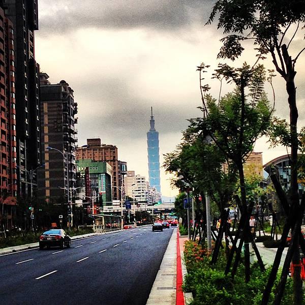 Taipei 101, my running partner