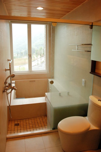 014沙里仙A202號房浴室.jpg