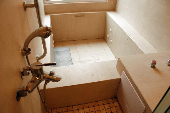 015沙里仙A202號房浴室浴缸.jpg