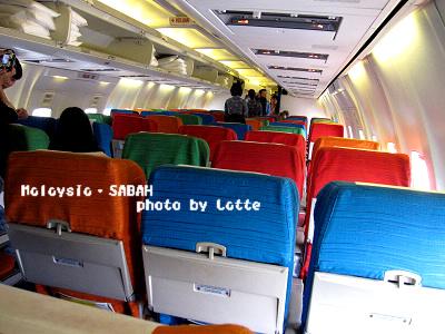 99.6.7-1st day of Sabah-004-彩色機艙椅.jpg