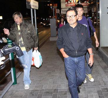 20091127陳家人聚餐劉丹神情落寞泛淚光.jpg