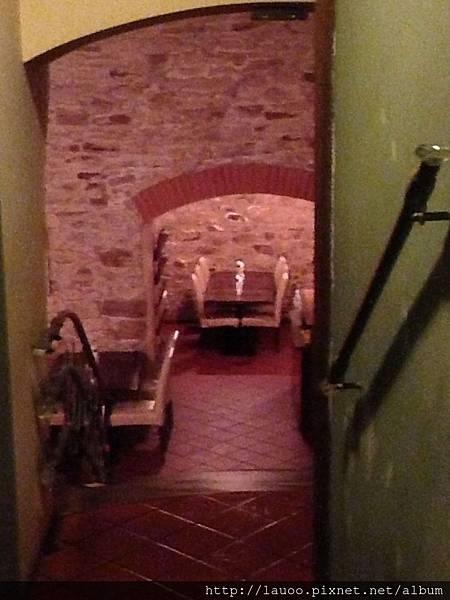 捷克傳統餐廳-地窖.jpg