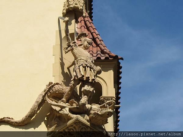 新城區-劇院旁的建築雕刻.jpg