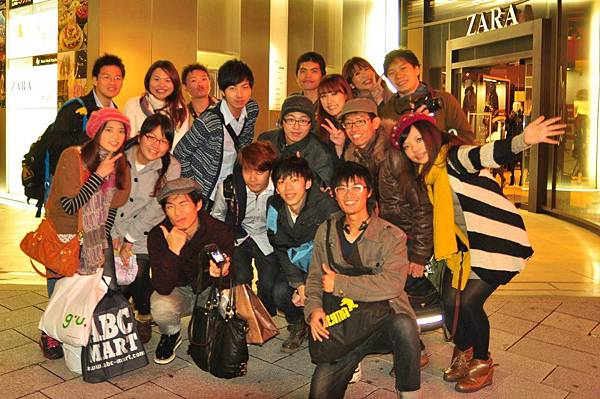 2012.11.13 sweet paradise 蛋糕吃到飽合照.jpg
