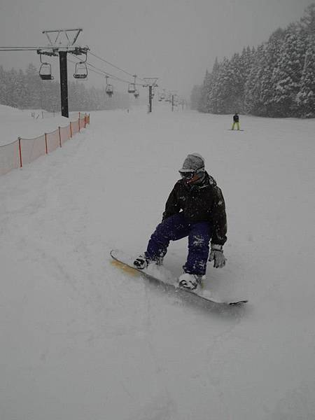 終於會滑滑雪板啦~~!.jpg