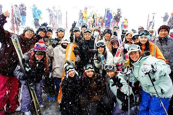 滑雪教學前大合照2(小捲的).jpg