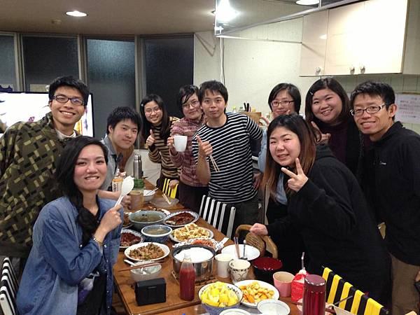2013.2.9 除夕夜吃年夜飯.jpg