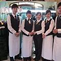 1/21 海洋拉娜晚宴順利完成! 我們下午setting五人小組,合照於這晚專給客人拍照的背板前。