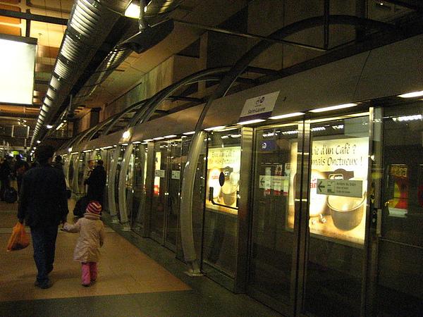 巴黎最新的14號地鐵,無人駕駛喔!
