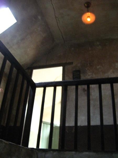1228209994-房間一出來就是樓梯.jpg