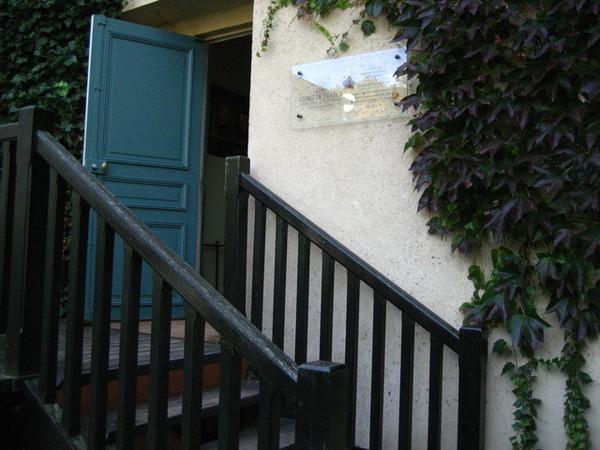 1228209995-每天梵谷從這個門出發到小鎮各處作畫.jpg