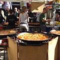 1147245015-也有在賣吃的,這是大鍋燉海鮮飯.jpg