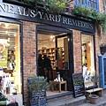 1147245028-找好久才找到的neal's yard保養品店(像av.jpg