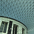 1699108228-館內2000年完成的玻璃天幕.jpg