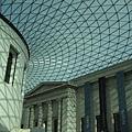 1699108230-玻璃帷幕並不是透明的,卻有製造藍天的錯覺.jpg
