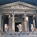 1699108234-大概有兩層樓高的神殿在館內.jpg