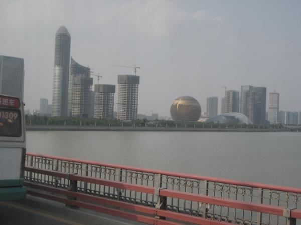 從杭州蕭山機場前往西湖路上