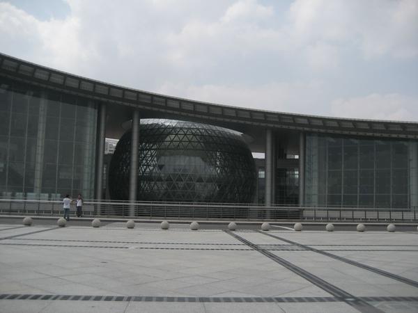 上海科技館建築很壯觀