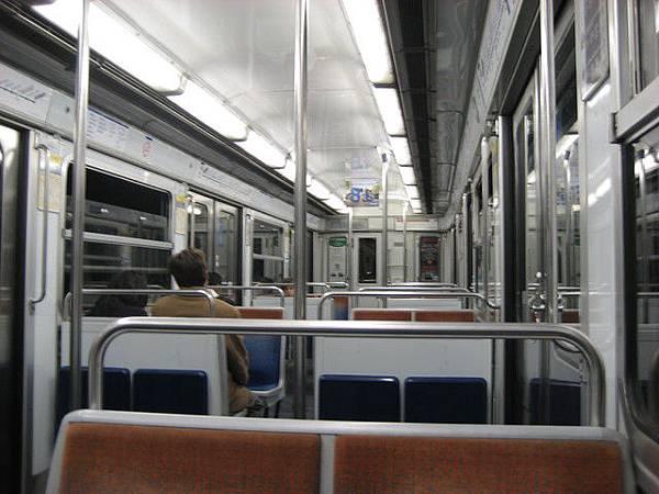 巴黎地鐵車廂內景