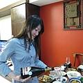 3/29 為彩媚姊姊提前慶生,由壽星為我拍下的照片,哈~好亂的頭髮呀!但是我的表情很好~
