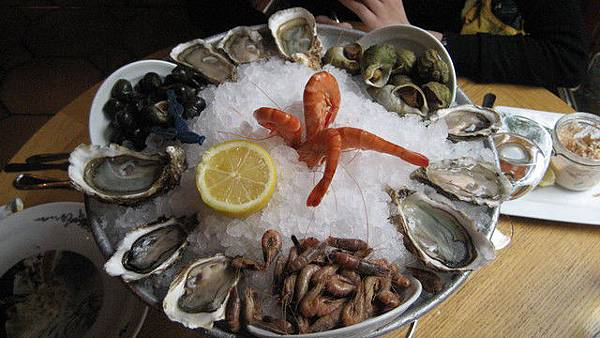 海鮮拼盤上桌囉~