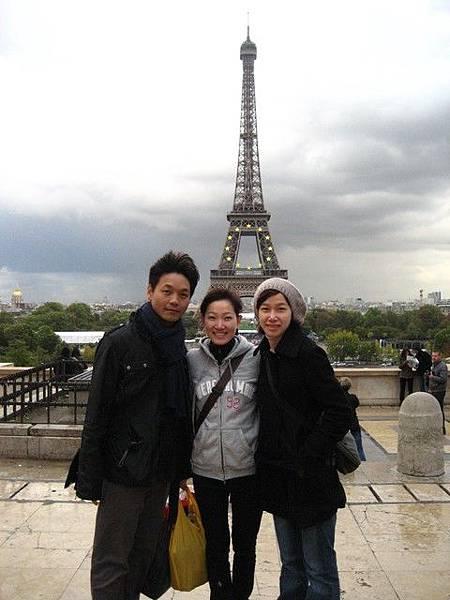 這是臺灣人幫我們拍的合照喔!