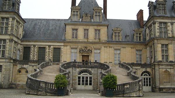 拿破崙最後就從這樓梯走下,進入被流放得歲月