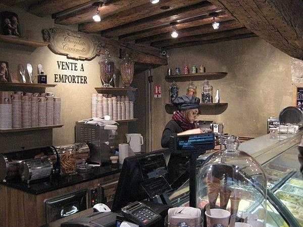 很小的店面,只有一個服務人員,即使天冷生意還是很好