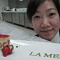 """1/20 今天進入海洋拉娜準備最後程序,趕在明天宴會前拍""""LA MER""""字體給客人校對!"""