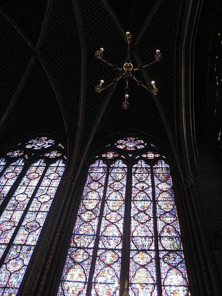 禮拜堂的玻璃窗很精緻
