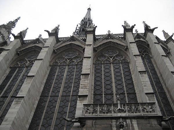 聖徒禮拜堂很高聳