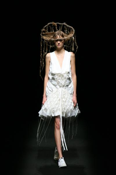 Ohya白色立體禮服
