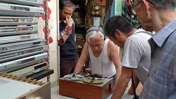 DJ Tommy竟然帶著la vie去逛鴨寮街找尋2手唱片