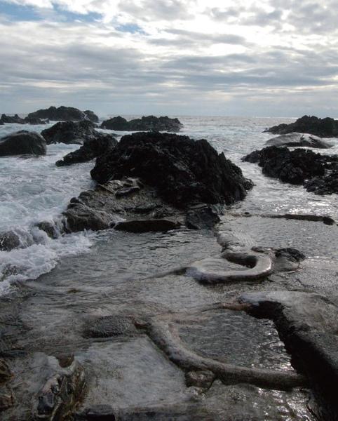 由天然海床地底湧現的平內海底溫泉