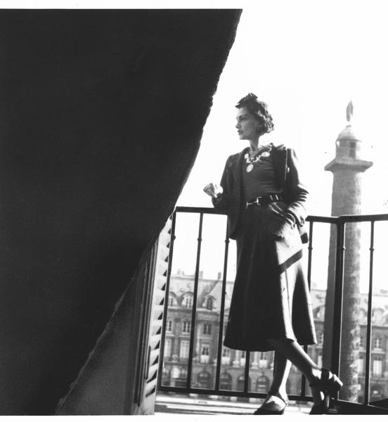 香奈兒女士於麗池套房陽台 俯瞰芳登廣場.jpg