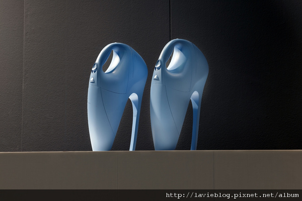 Selfridges Shoe Galleries windows - Lenert and Sander vacuum window - image 1.jpg